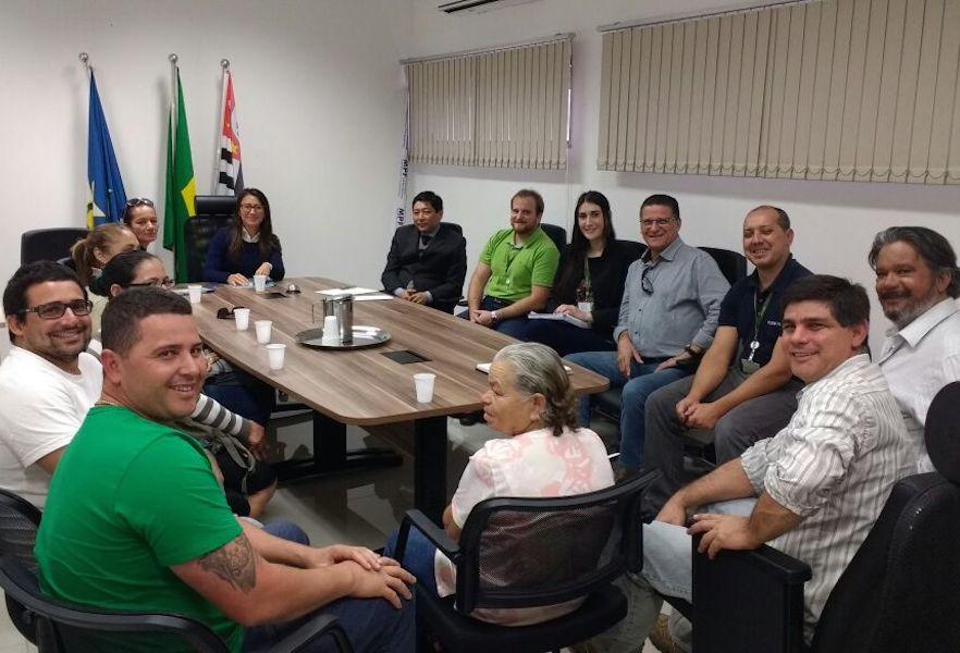 Reunião para expandir a energia solar (Imagem: Divulgação/Associação Bonete Sempre)