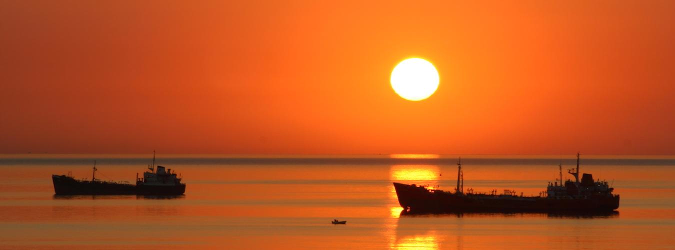 Sol no mar (Imagem: Flickr/Leonid Mamchenkov)