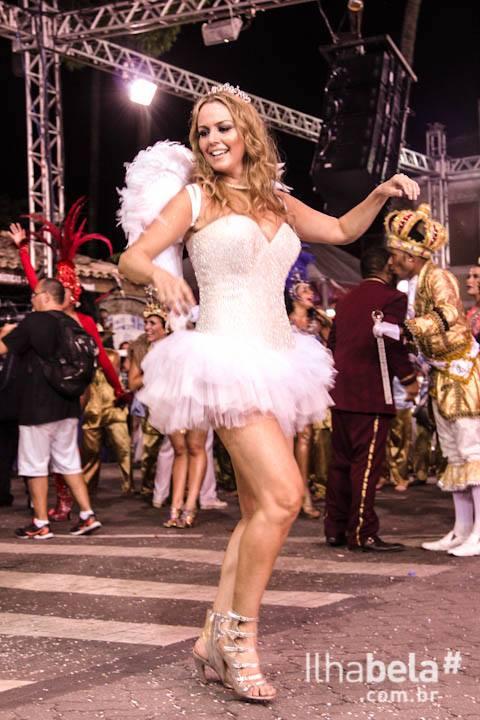 Desfile de Escolas de Samba de Ilhabela em 2016 (imagem: Portal Ilhabela.com.br)