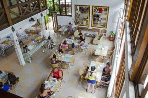 pousada-doce-villa-ilhabela-salao-cafe