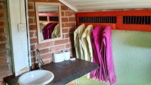 banheiro-caxinguele-hostel-ilhabela