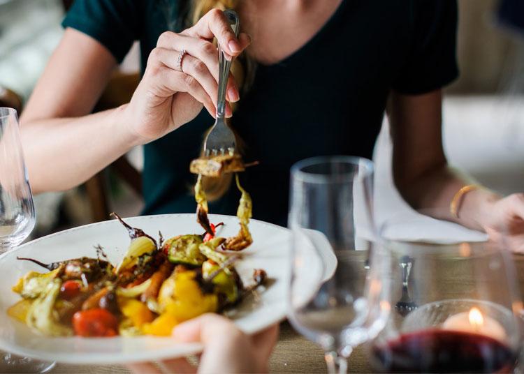 Restrições alimentares dos convidados - 5 dicas para uma anfitriã de primeira viagem - Ilhabela.com.br