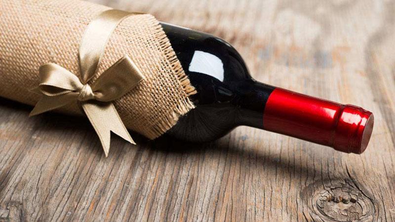 Presenteie com vinho - 5 dicas para uma anfitriã de primeira viagem - Ilhabela.com.br