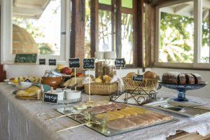 pousada-8-ilhas-ilhabela-cafe-da-manha-2