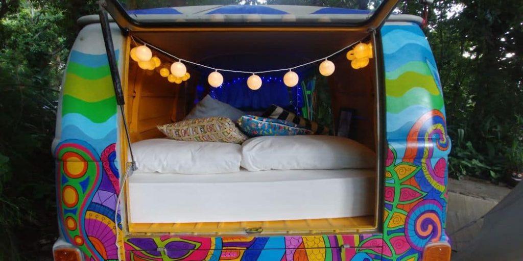 Hostel da Vila - Hospedagem Criativa em Ilhabela - Kombi Hippie