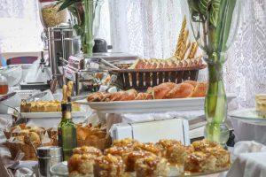cafe-da-manha-hotel-praia-do-portinho-ilhabela-1