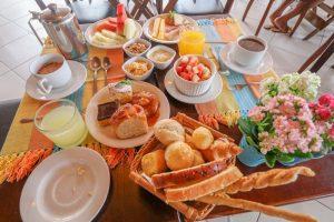 cafe-da-manha-hotel-praia-do-portinho-ilhabela-36