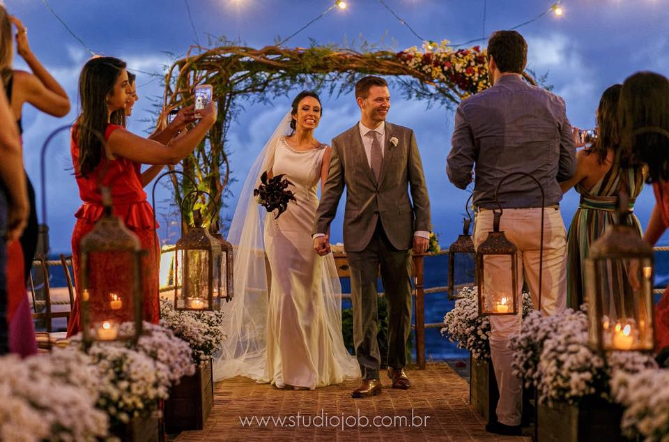 Casamento na praia - decoração à luz de velas (Foto: Studio Job)
