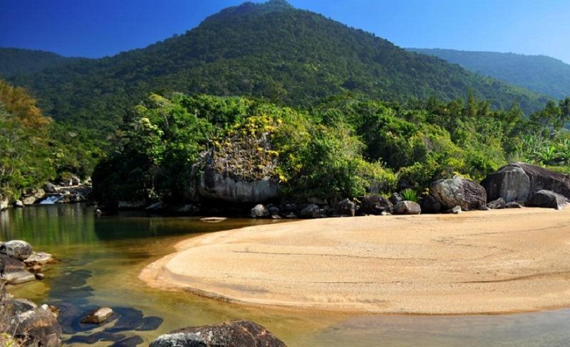 Praia do Poço em Ilhabela