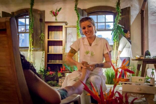 Maira Benassi Terapias Alternativas e Massagem em Ilhabela - SPA dos Pés - Massagem para os convidados do Casamento