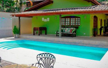 Casa com piscina a 800 metros da balsa