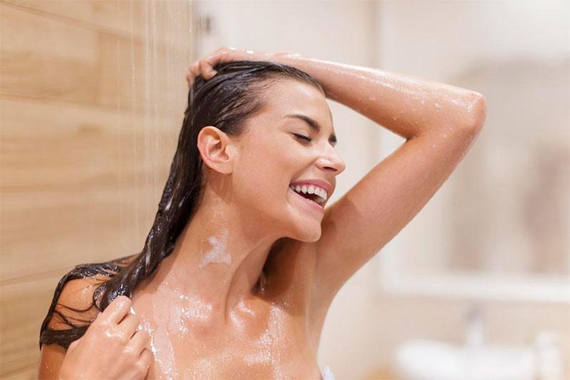 Verão x Cabelo: lavar todo dia