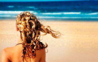 Verão x Cabelo: como proteger os cabelos da água do mar, sol e piscina