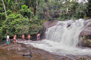 nilton-turismo-passeio-em-ilhabela-cachoeira-da-toca