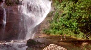 nilton-turismo-passeio-em-ilhabela-cachoeira-do-gato