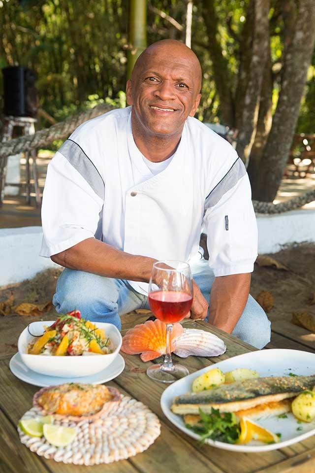 Chef Tonhão - Espaço Tangará - Restaurante, Bar de Praia e Espaço de Eventos em Ilhabela (Foto: Johnny Mazzalli)