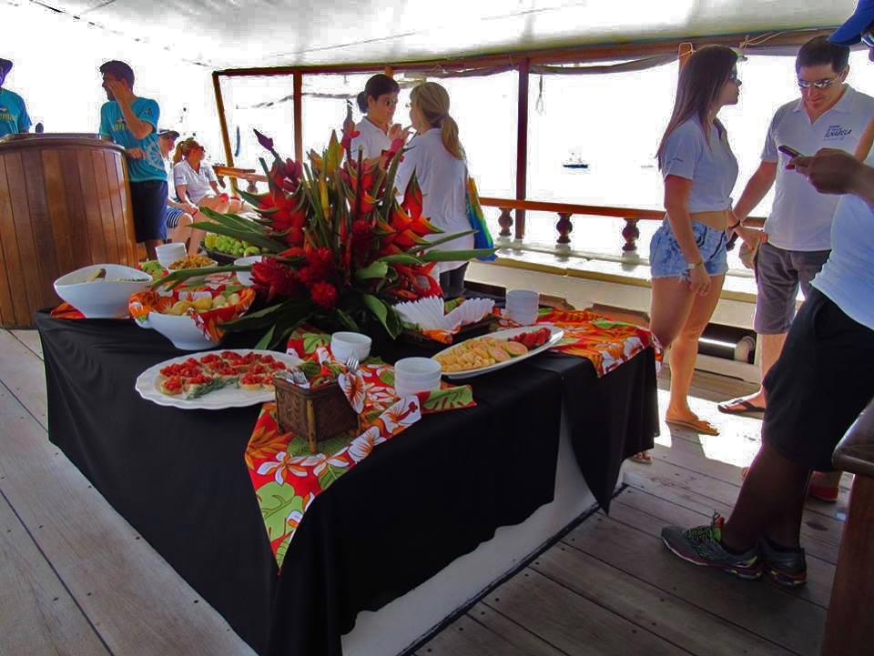 Buffet Gato Negro festa à bordo Escuna Maremar Turismo
