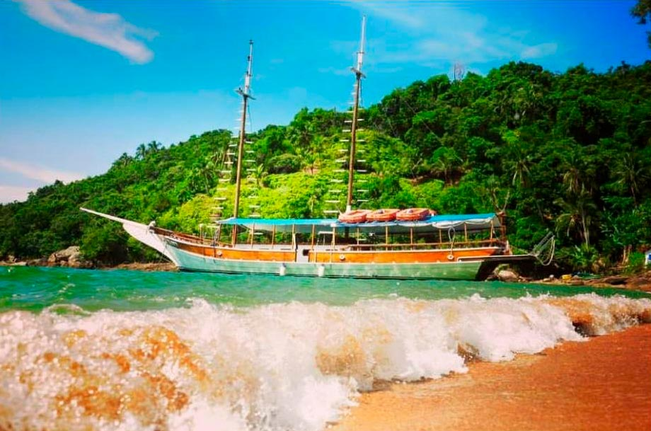 Passeio de Escuna Ilhabela - Maremar Turismo