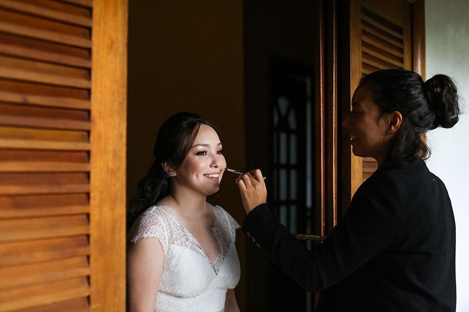 Maquiagem A Bela da Ilha - Casamento Bianca e Thiago - Casa de Canoa - Praia do Curral, Ilhabela (foto: Luiza Marques)