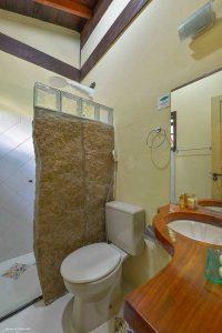 pousada-villa-vittoria-ilhabela-banheiro