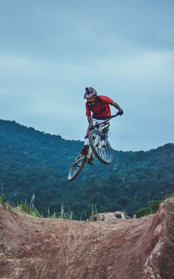 Jubina - Atleta Mountain Bike Downhill - Performance Ilhabela