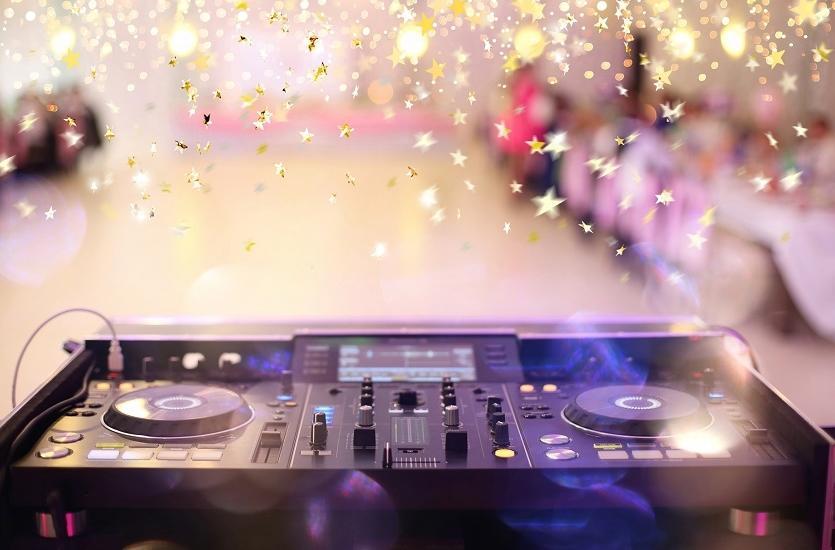 Banda ou DJ para casamento na praia