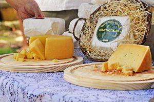 club-mercado-verde-ilhabela-queijos-artesanais-mantiqueira