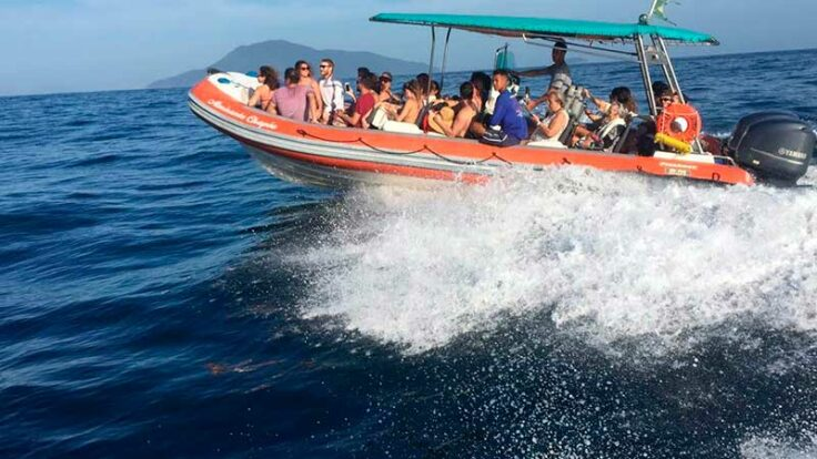 Passeio de Barco em Ilhabela - Nilton Turismo