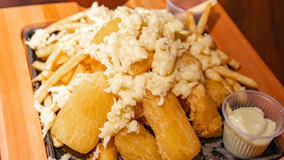 Mandioca frita - Esquina da Ilha Bar e Choperia em Ilhabela