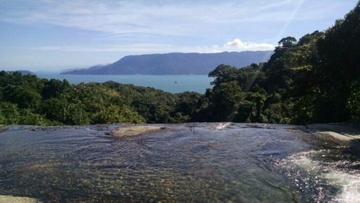 Como chegar na Cachoeira do Paquetá com borda infinita em Ilhabela