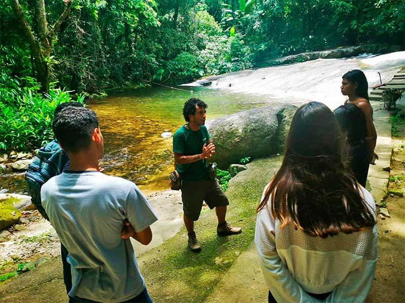 Porque contratar um guia ou agência para fazer uma trilha em Ilhabela (foto: PH.Off.Trips)