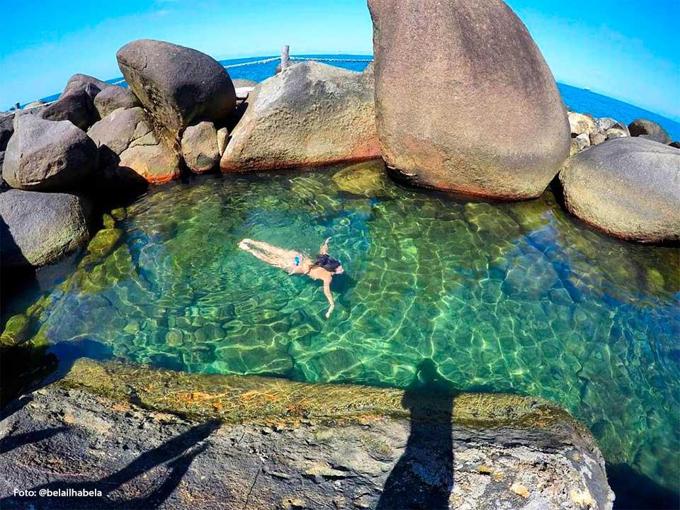 Piscina natural em Ilhabela (Foto: Hallana | @belailhabela)