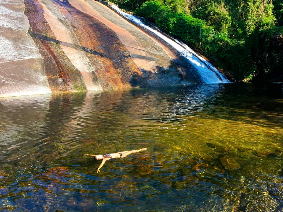 Poço na Cachoeira do Paquetá em Ilhabela (Foto: Bruna Garcez)