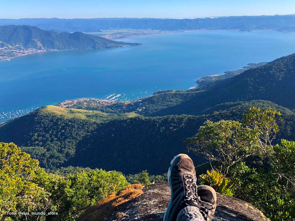 Vista do topo do Pico do Baepi (Foto: @elas_mundo_afora)