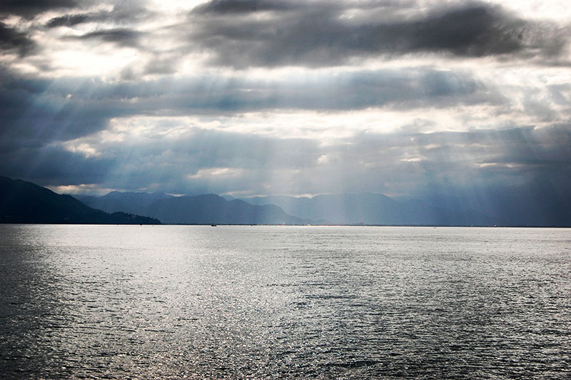 Silver sea at Ilhabela - Ilhabela por Estrangeiros   Ilhabela by Foreigners - Diane Hirt, from United States