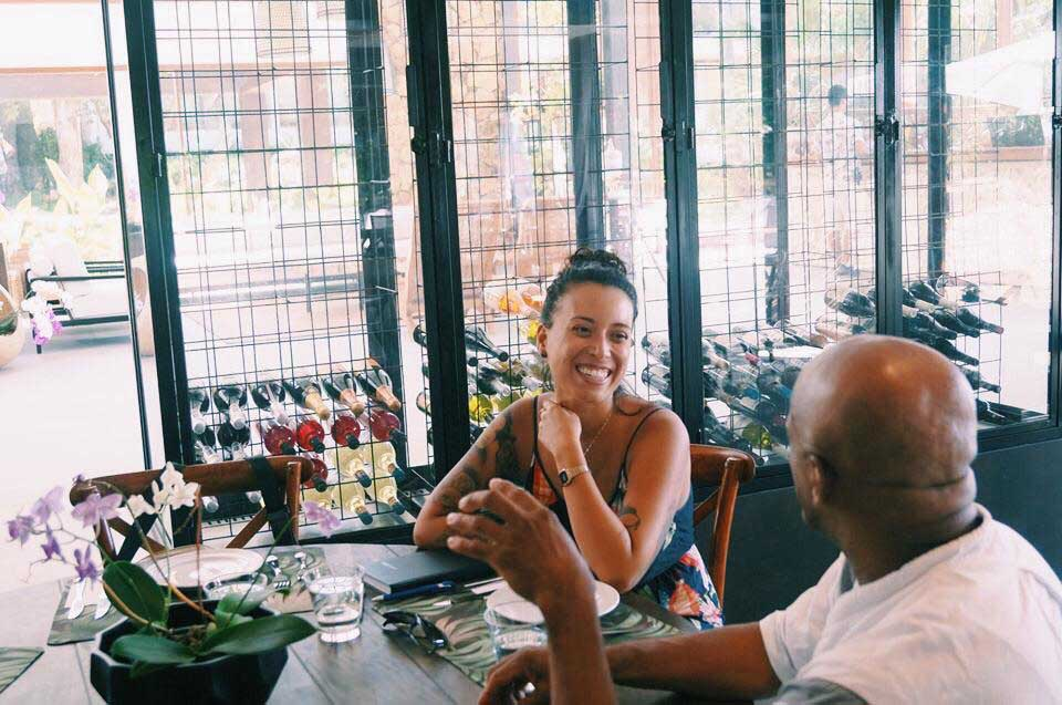 Mychelle Pavão / Mycka Vegana entrevista Chef Tonhão de Ilhabela para o Ilhabela.com.br