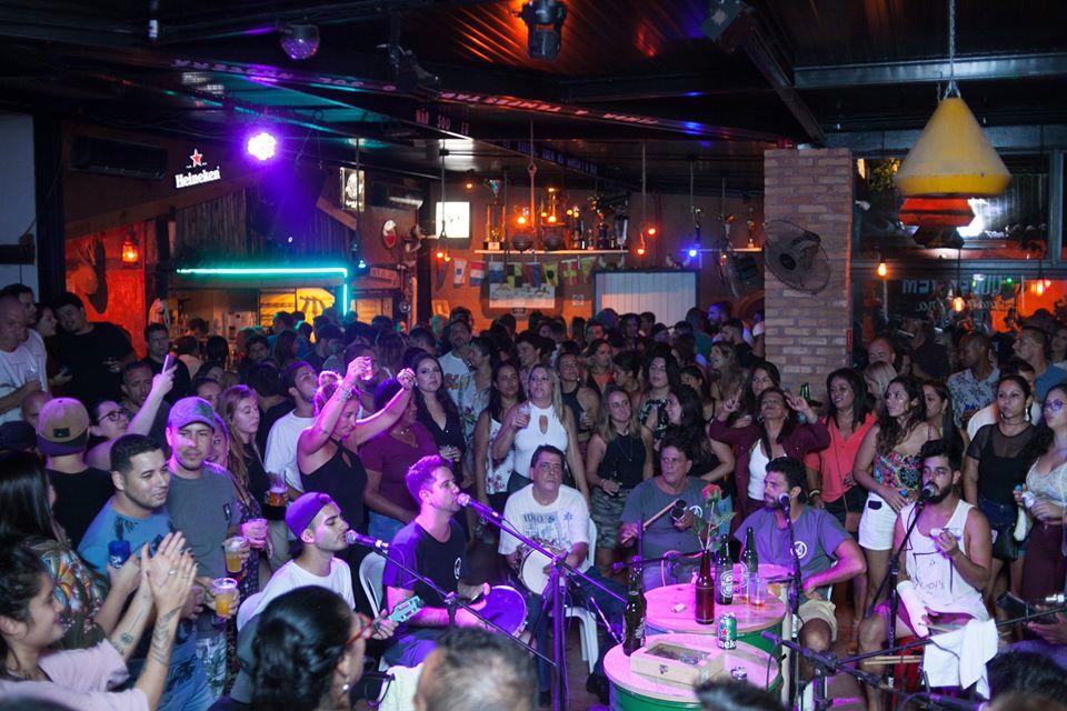 Samba da Rosa no Estaleiro Bar em Ilhabela