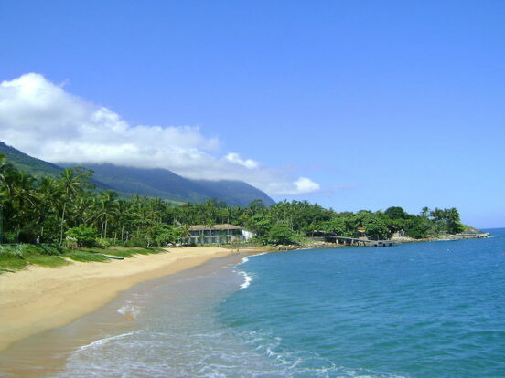 Praia da Feiticeira (Imagem: Carlos Maciel 40/Wikimedia Commons)