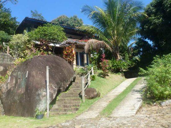 Charmosa casa à venda em Ilhabela com vista para o mar - Imobiliária Sérgio Hette Imóveis em Ilhabela
