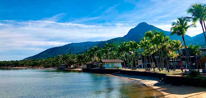 Praia do Perequê com Pico do Baepi ao fundo - Ilhabela - Informações úteis