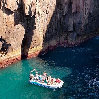 Up Adventure Turismo Ilhabela - Passeio de Barco - Buraco do Cação