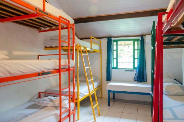 Quartos coletivos - ClanDestino Hostel Ilhabela