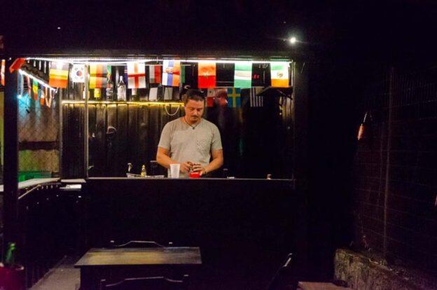 Bar container com drinks - ClanDestino Hostel Ilhabela