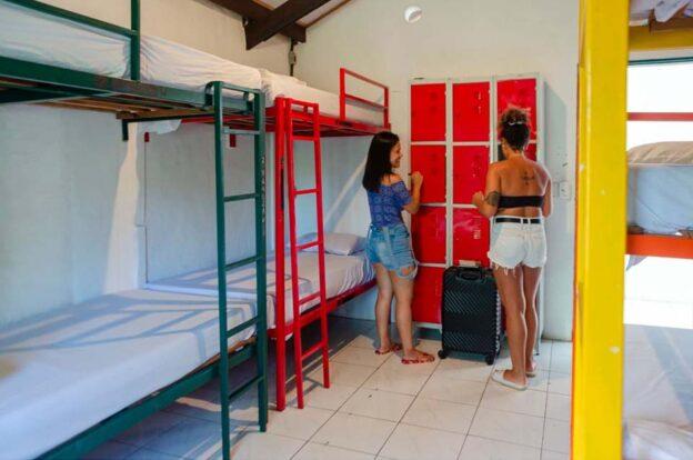 Quarto feminino - ClanDestino Hostel Ilhabela