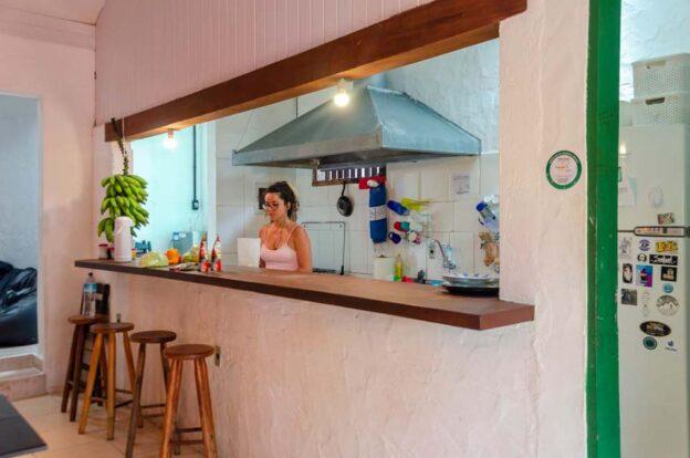 Cozinha compartilhada - ClanDestino Hostel Ilhabela