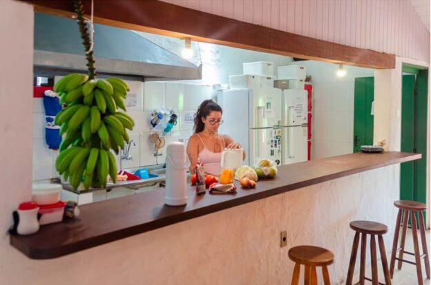 Cozinha coletiva - ClanDestino Hostel Ilhabela