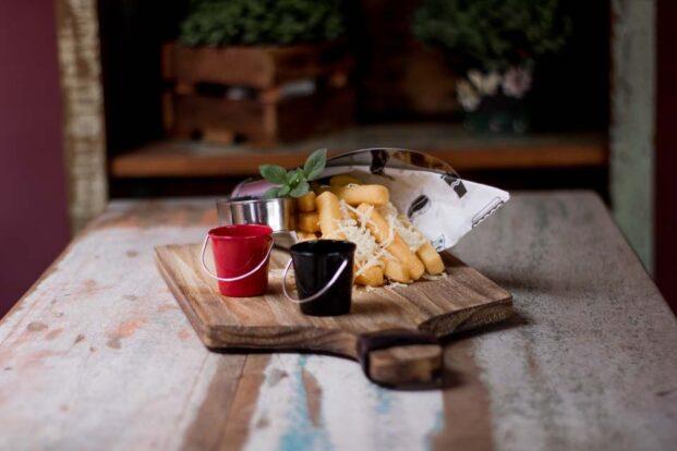 Manacá Hospedaria e Bistrô em Ilhabela - Restaurante e happy hour com drinks e porções