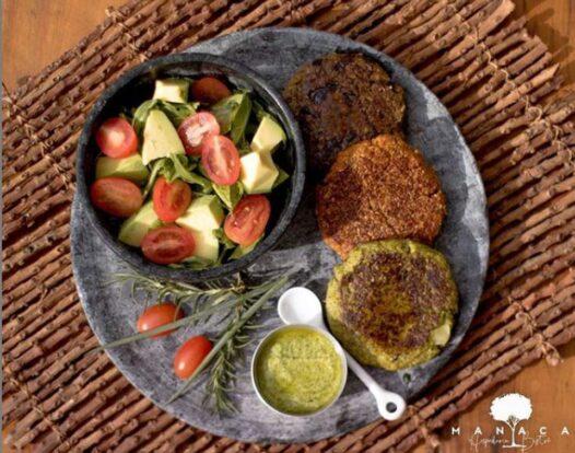 Manacá Hospedaria e Bistrô em Ilhabela - Restaurante e happy hour com opções veganas