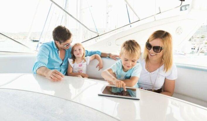 PrimeShare - Boat Experience - Passeios de Lancha em Ilhabela - Família a bordo