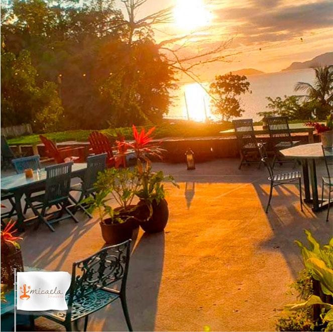 Sunset Party - Micaela Bar e Restaurante - Hotel Boutique Ananas Ilhabela